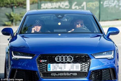 NONG Neymar co mat chop nhoang o Barca, ra ve sau 43 phut hinh anh