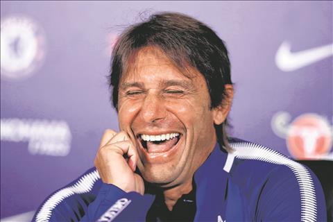Conte cuoi khoai tra truoc thai do noi loan cua Costa hinh anh