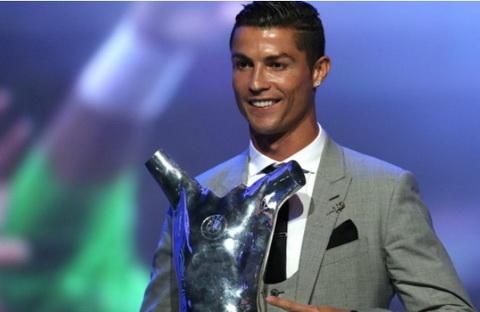 Cris Ronaldo gianh danh hieu cau thu xuat sac nhat nam cua UEFA.