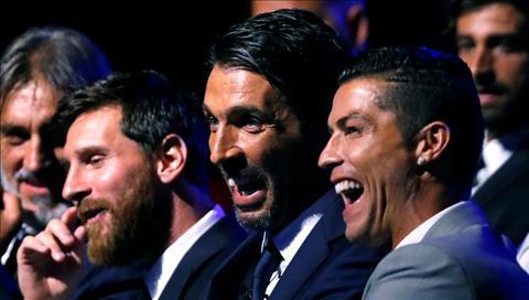 Ronaldo xat muoi noi dau cua ong gia Buffon hinh anh