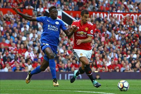 Mkhitaryan can bang ky luc 23 nam sau tran thang Leicester hinh anh