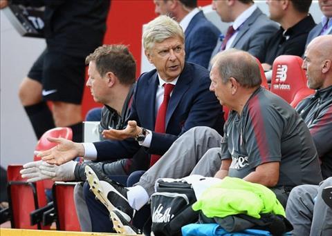Huyen thoai Arsenal bat binh ve tran thua soc cua doi nha truoc Liverpool hinh anh