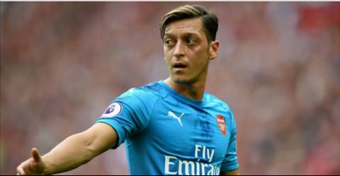 Huyen thoai Arsenal Ozil khong du trinh khoac ao Chelsea hinh anh