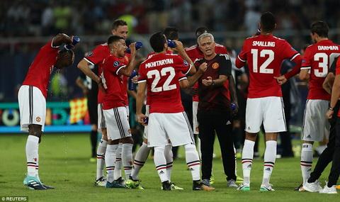 Sieu cup chau Au 2017 Khi Mourinho thanh phien ban loi cua Zidane hinh anh 2