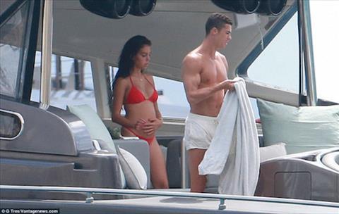 Ban gai Ronaldo ngay cang lo ro bung bau hinh anh