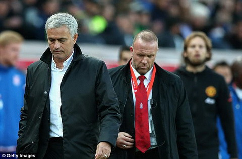 Neu Man Utd vo dich, Mourinho phai cam on Mark Hughes hinh anh 2
