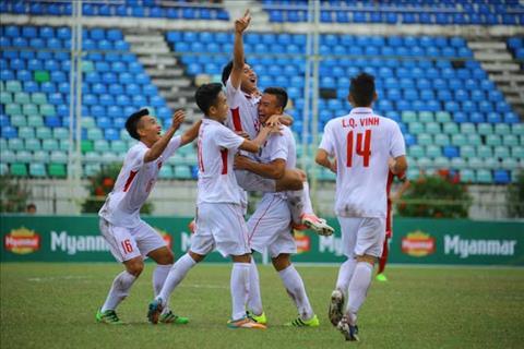 Tien dao Van Nam ghi cu dup trong vong 4 phut de U18 Viet Nam dan truoc sau hiep 1