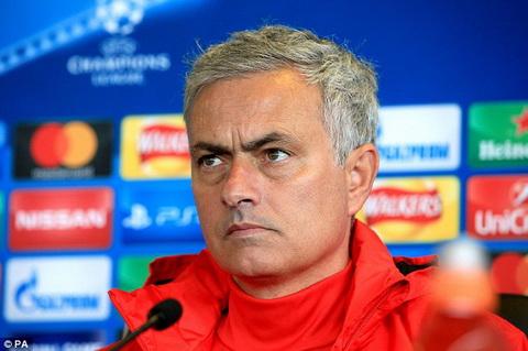 Fellaini chan thuong, Jose Mourinho noi dien voi DT Bi hinh anh