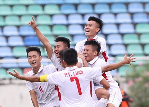 U18 Viet Nam danh bai U18 Indonesia de sang cua vao vong ban ket.