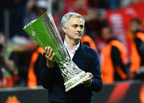 Mourinho noi ve ke hoach thay the tien ve Paul Pogba hinh anh 2