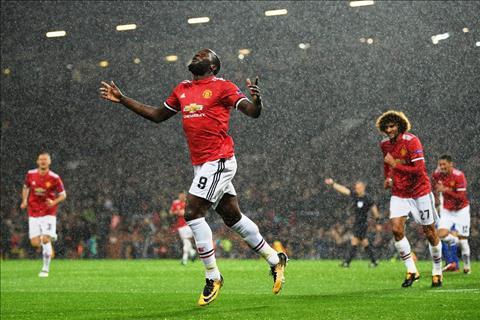 MU 3-0 Basel Ngay Lukaku khien Mourinho mo mat hinh anh 2