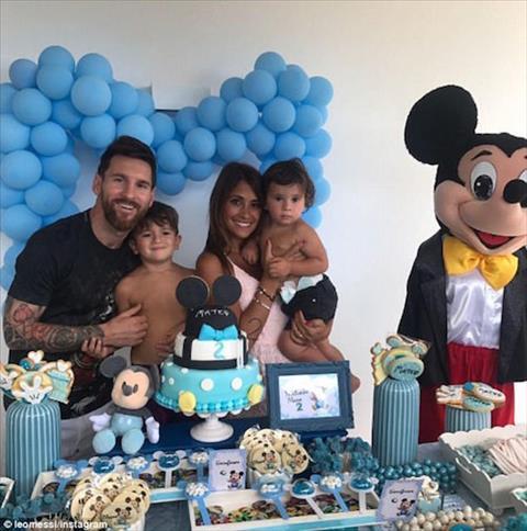 Sinh nhat quy tu thu 2 nha Messi ngap tran chuot Mickey hinh anh
