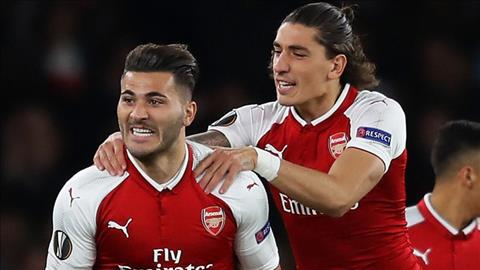 Hau ve Hector Bellerin ca ngoi HLV Wenger hinh anh 2