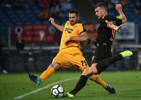 AS Roma 3-0 Hellas Verona Bay soi pho truong suc manh giua troi mua hinh anh