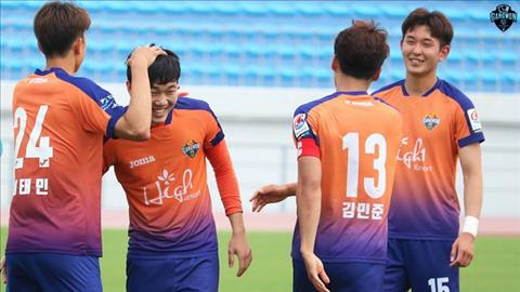 Xuan Truong ra san, Gangwon FC danh bai Incheon United