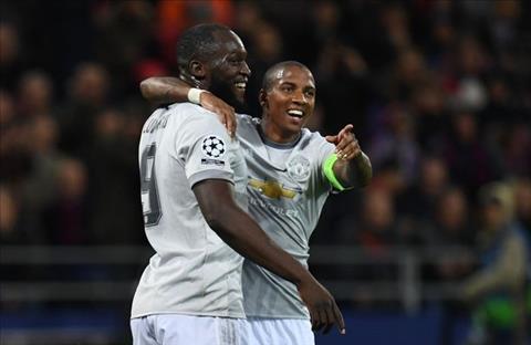 Huyen thoai MU thua nhan Mourinho may man so huu Lukaku hinh anh