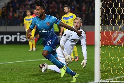 Arsenal sap day tien dao Theo Walcott ra duong hinh anh 2