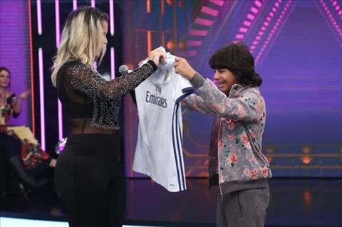Fan nhi oa khoc khi duoc ngoi sao Ronaldo hoi tham hinh anh