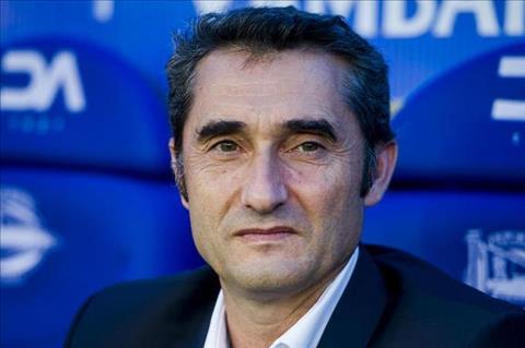 HLV Valverde kho chiu truoc nhung chi trich Barca hinh anh 2