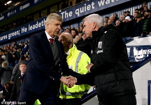 Arsene Wenger co tran thu 811 dan dat Arsenal tai Premier League.