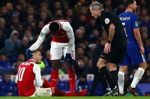 Arsenal nhan tin du tu 2 tru cot sau dai chien voi Chelsea hinh anh