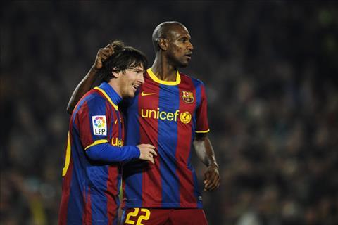 Abidal tung nhu mot xac chet trong mat Messi