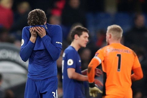 Vi sao hau ve Marcos Alonso mat tich truoc West Brom hinh anh