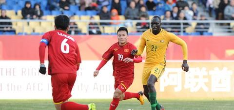Quang Hai lap cong mang ve chien thang lich su cho U23 Viet Nam.