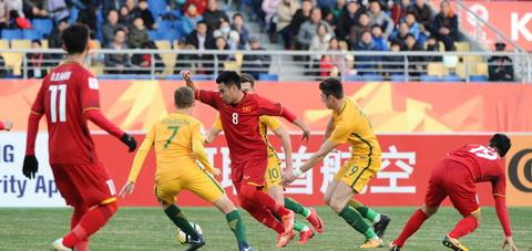 Khoanh khac Duc Huy ta xung huu dot giua cac cau thu U23 Australia gay an tuong voi AFC.