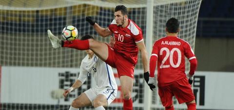 Tien dao Rafat Muhtadi (ao do) la mot trong so nhung cai ten noi bat nhat cua U23 Syria.