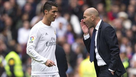 Tien dao Cristiano Ronaldo muon Real sa thai HLV Zidane hinh anh 2
