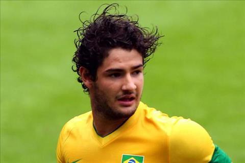 Cuu sao Milan mo ve suat du World Cup cung Brazil hinh anh