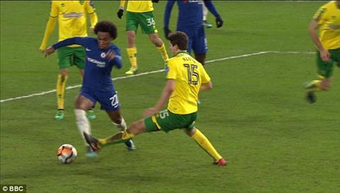 Sao Chelsea duoc doi thu giai oan pha an va kiem pen hinh anh