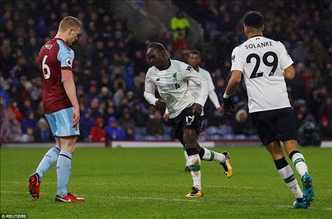 Du am Burnley 1-2 Liverpool Lam khach u Chuyen nho hinh anh 2