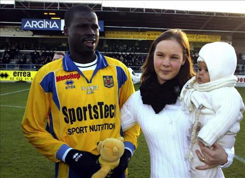 Emmanuel Eboue: Bi kich khong cua rieng ai2