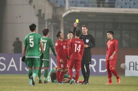 Gay bat loi cho U23 Viet Nam, trong tai Christopher Beath phai khoa Facebook hinh anh