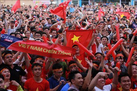 CDV Viet Nam xuong duong an mung sau chien thang vi dai cua U23 Viet Nam hinh anh 4