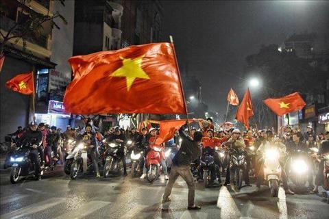 CDV Viet Nam xuong duong an mung sau chien thang vi dai cua U23 Viet Nam hinh anh