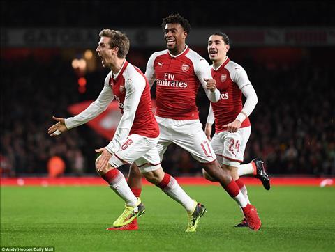 Hậu vệ Monreal xác nhận đang đàm phán hợp đồng với Arsenal hình ảnh