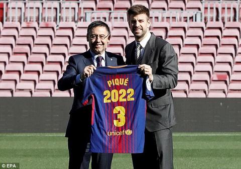 Gerard Pique se gan bo voi Barca den nam 2022.