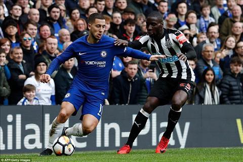 Chelsea 3-0 Newcastle Su thang hoa cua tien ve Eden Hazard hinh anh