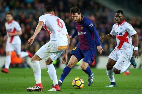 Leo Messi di bong truoc Alaves