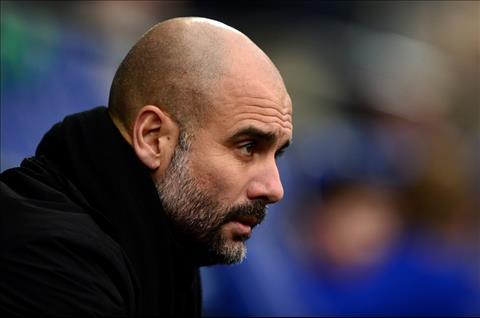 Pep Guardiola len tieng ve hang du bi di thuong tran Burnley hinh anh