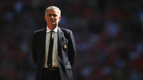 Mourinho ly giai chuyen nghi duong giua mua cua Man Utd hinh anh