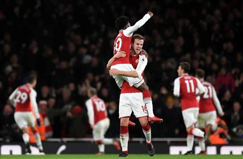 Arsenal thoat chet truoc Chelsea Co gi dang de an mung hinh anh 3