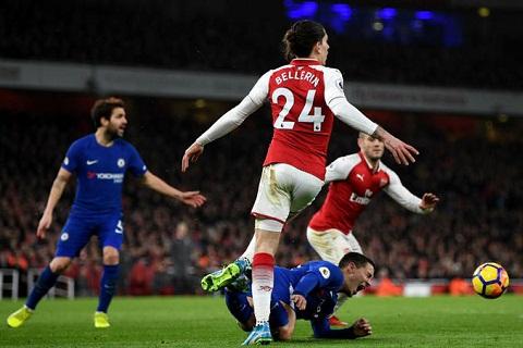 Hazard kiem qua phat den truoc Chelsea