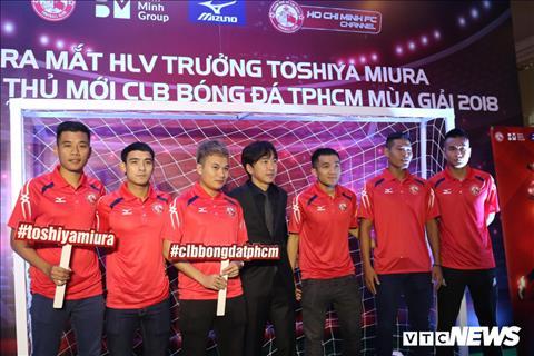CLB TPHCM chinh thuc ra mat HLV Miura o V-League 2018 hinh anh