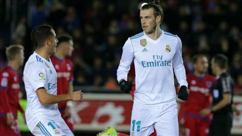 Real mua tien ve Raheem Sterling thay Gareth Bale hinh anh