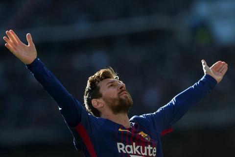 Lionel Messi dang dung trong bao chi trich cua nguoi xu Catalonia.