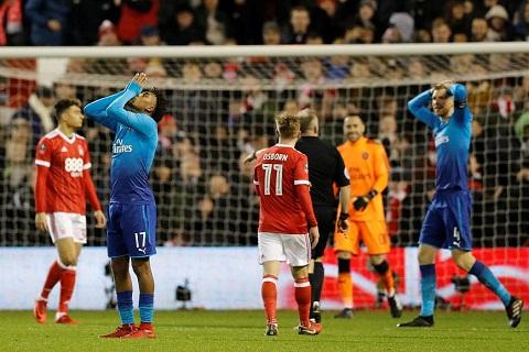 Nottingham 4-2 Arsenal That bai kep cua Arsene Wenger hinh anh 3